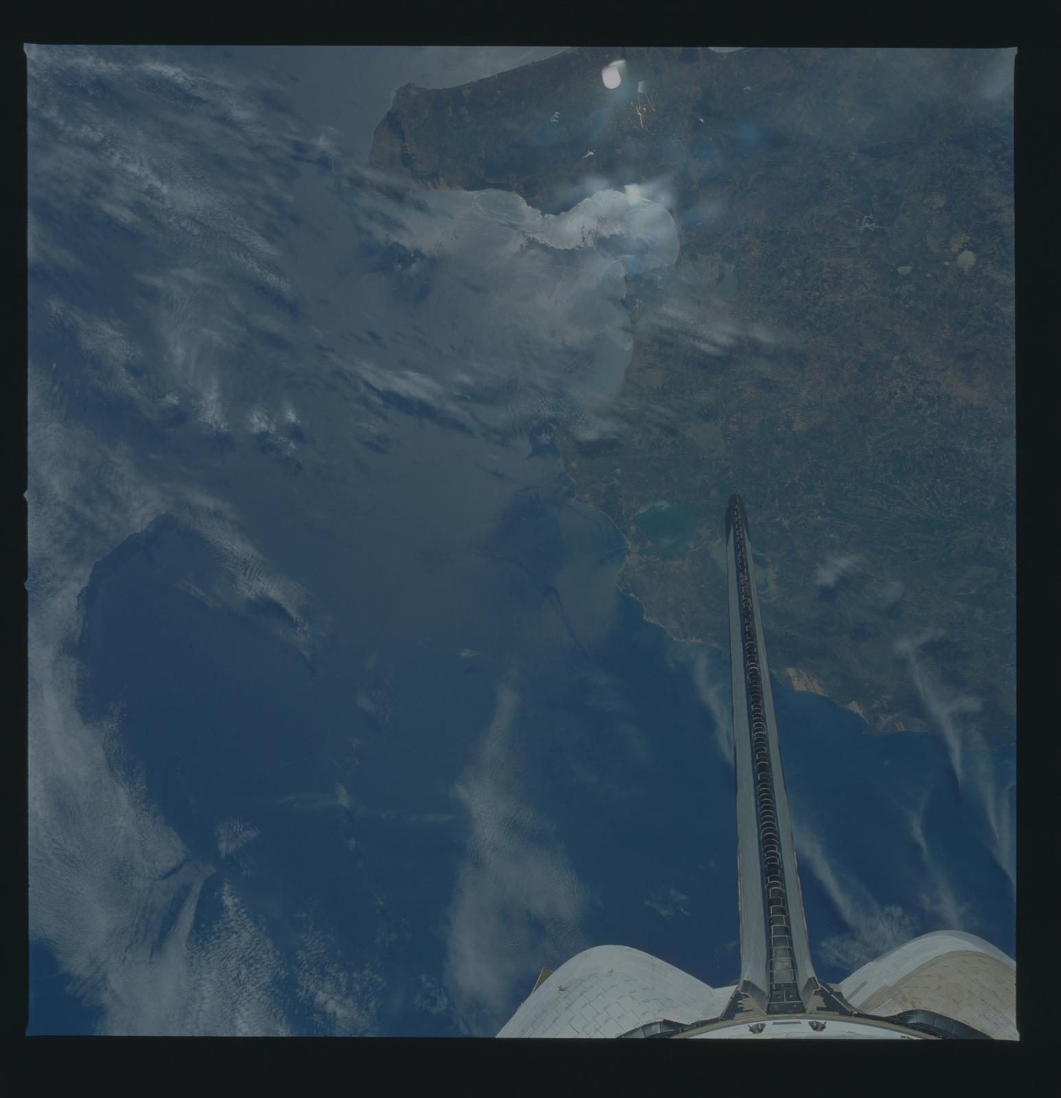 51B-37-009 - STS-51B - 51B earth observation