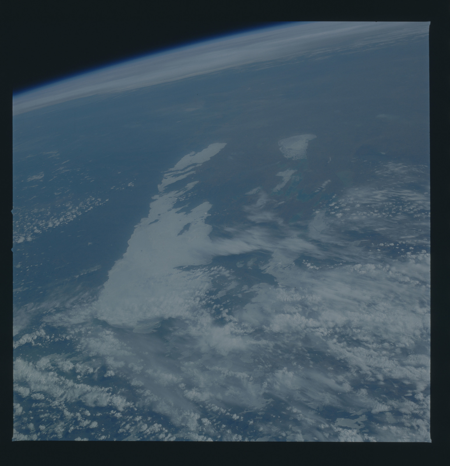 51B-44-006 - STS-51B - 51B earth observation