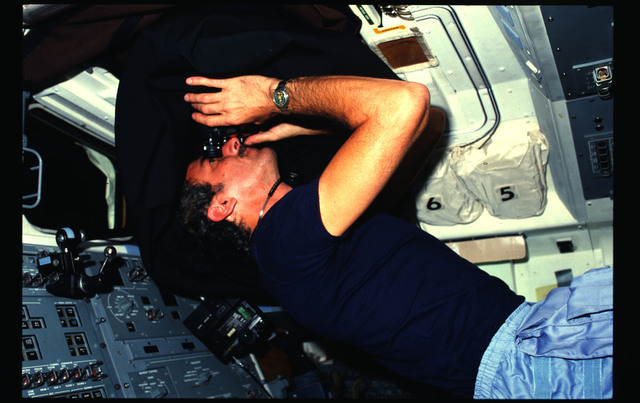 51D-03-029 - STS-51D - 51D crew activities