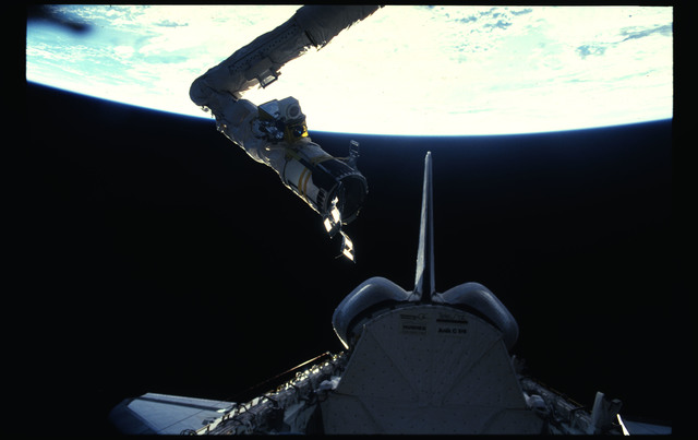 51D-13-014 - STS-51D - RMS above payload bay