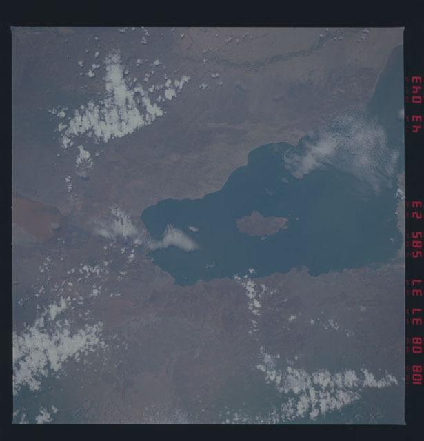 51D-43-043 - STS-51D - STS-51D earth observations