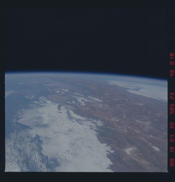 51D-46-018 - STS-51D - STS-51D earth observations