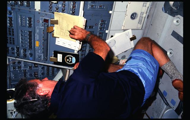 51F-04-017 - STS-51F - 51F crew activities