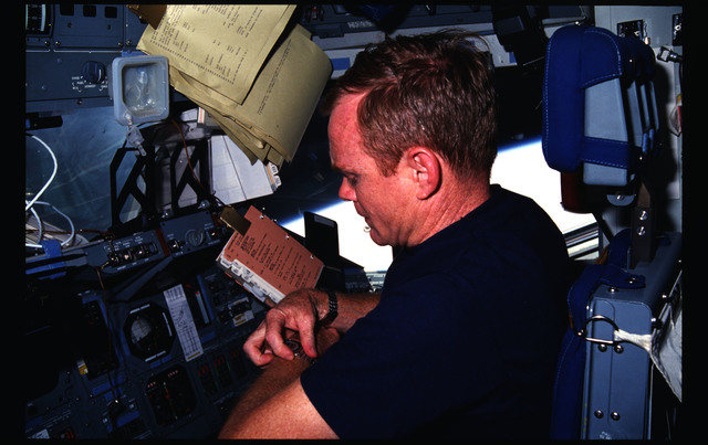 51F-04-022 - STS-51F - STS-51F crew activities