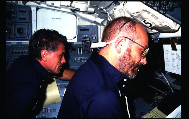 51F-09-015 - STS-51F - 51F crew activities