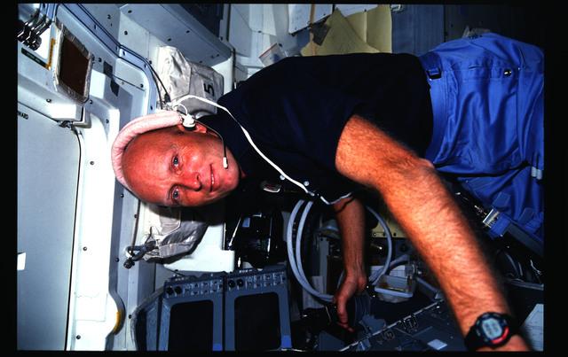 51F-18-027 - STS-51F - 51F crew activities