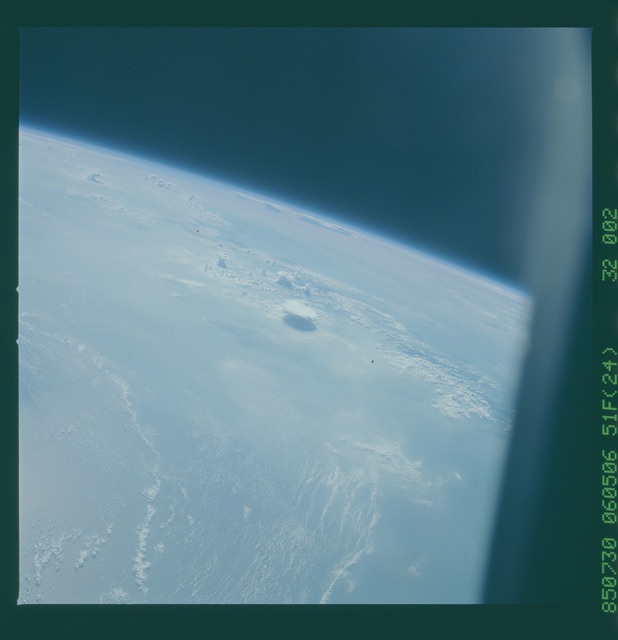 51F-32-002 - STS-51F - 51F earth observations