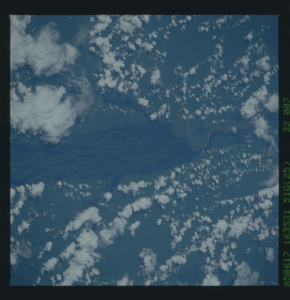 51G-32-007 - STS-51G - STS-51G earth observations