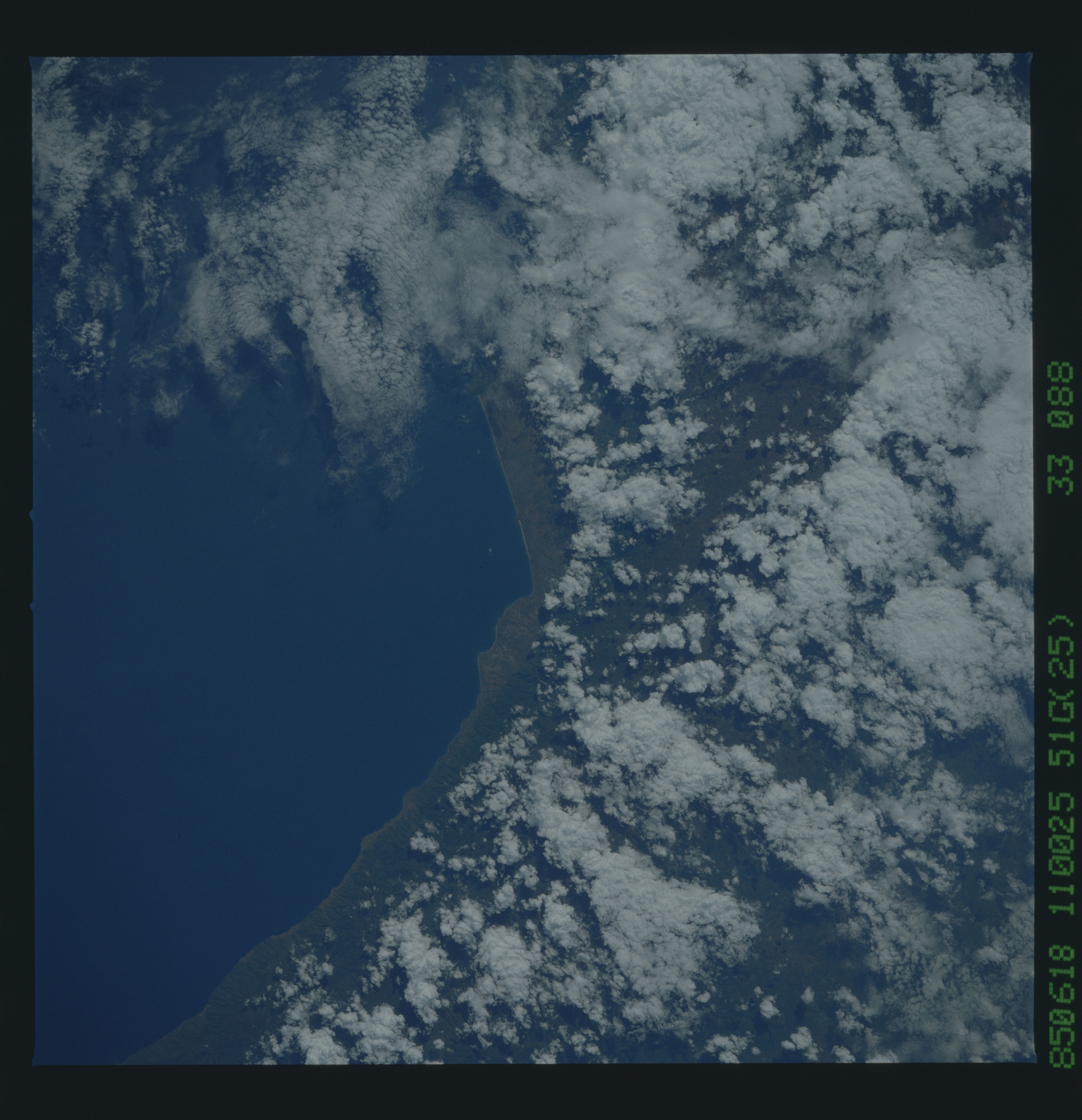51G-33-088 - STS-51G - STS-51G earth observations