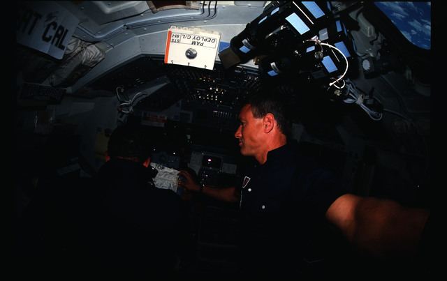 51I-04-030 - STS-51I - STS-51I crew activities - Engle on the flight deck