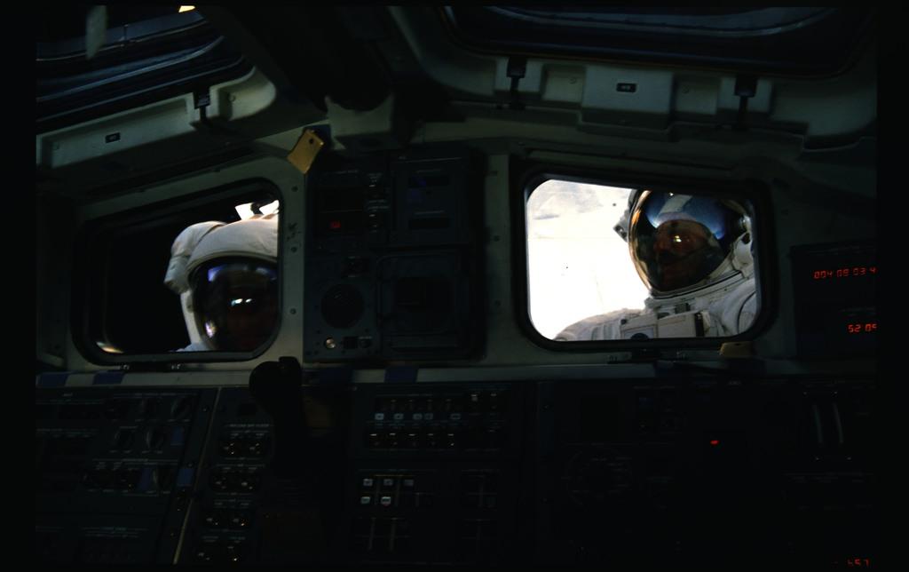 51I-11-025 - STS-51I - Fisher and van Hoften EVA in payload bay