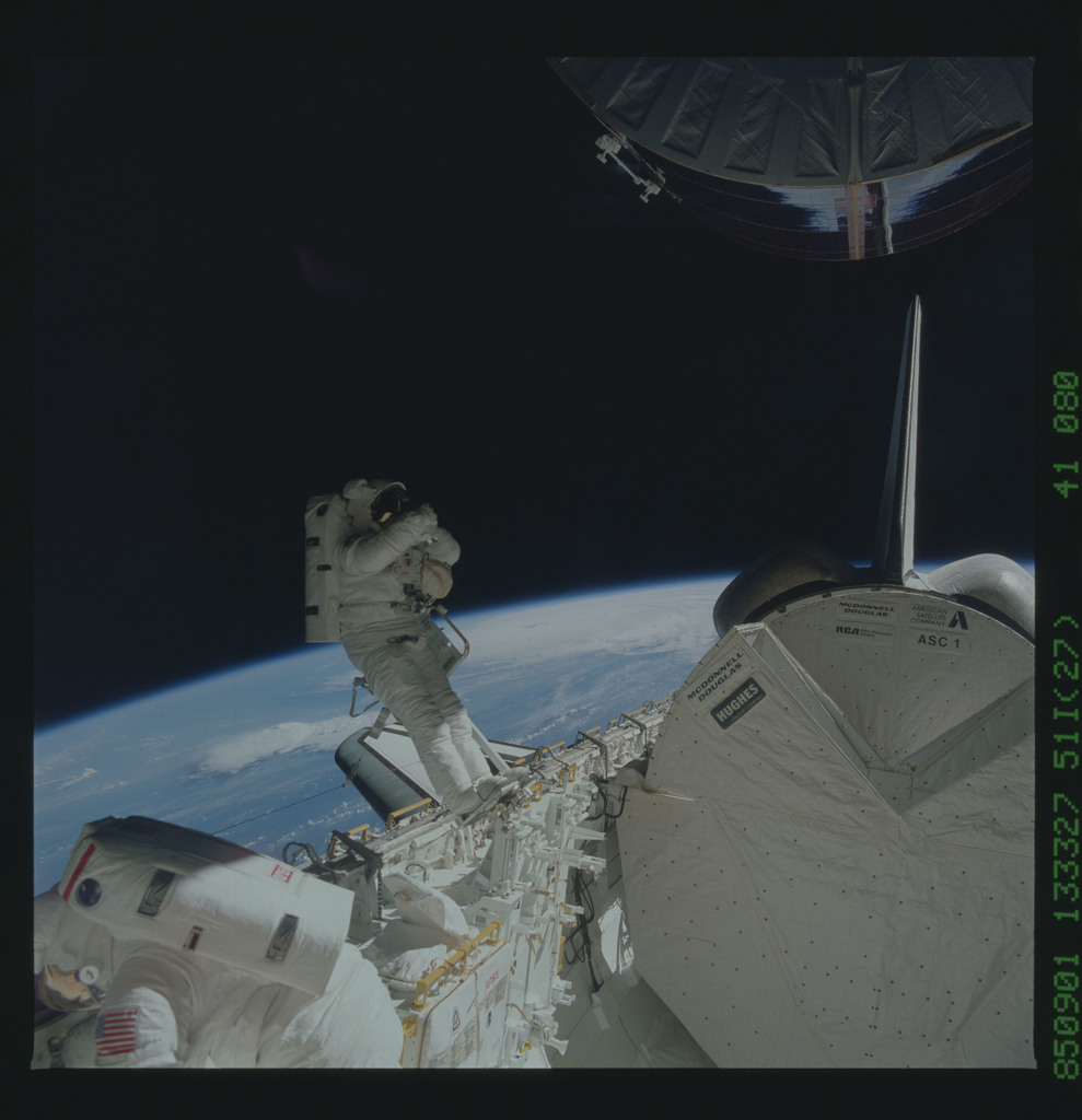 51I-41-080 - STS-51I - LEASAT-3 repairs during Fisher and van Hoften EVA