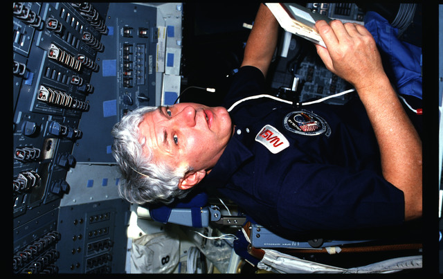 61A-03-008 - STS-61A - STS-61A crew activities