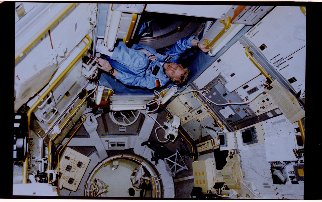 61A-124-004 - STS-61A - PS Reinhard Furrer in Spacelab-D
