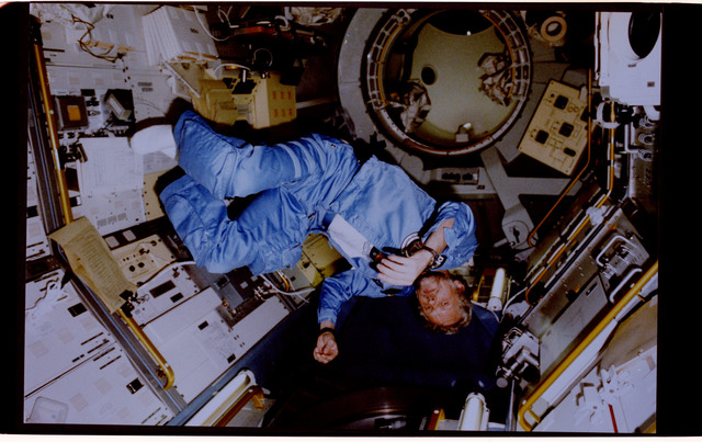 61A-127-020 - STS-61A - STS-61A crew activities