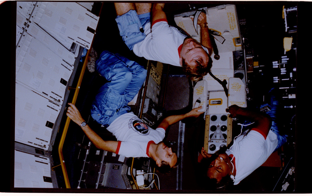 61A-128-003 - STS-61A - Spacelab D-1 crew activities