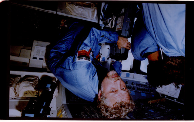 61A-128-006 - STS-61A - STS-61A crew activities