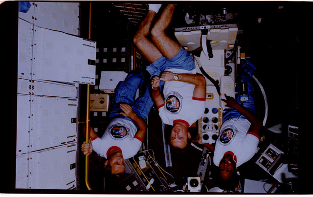 61A-128-023 - STS-61A - Spacelab D-1 crew activities
