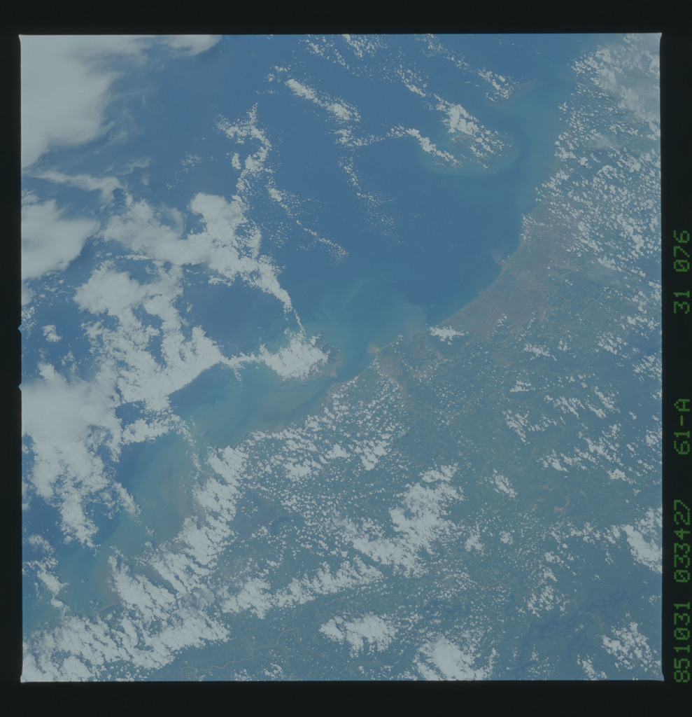 61A-31-076 - STS-61A - STS-61A earth observations