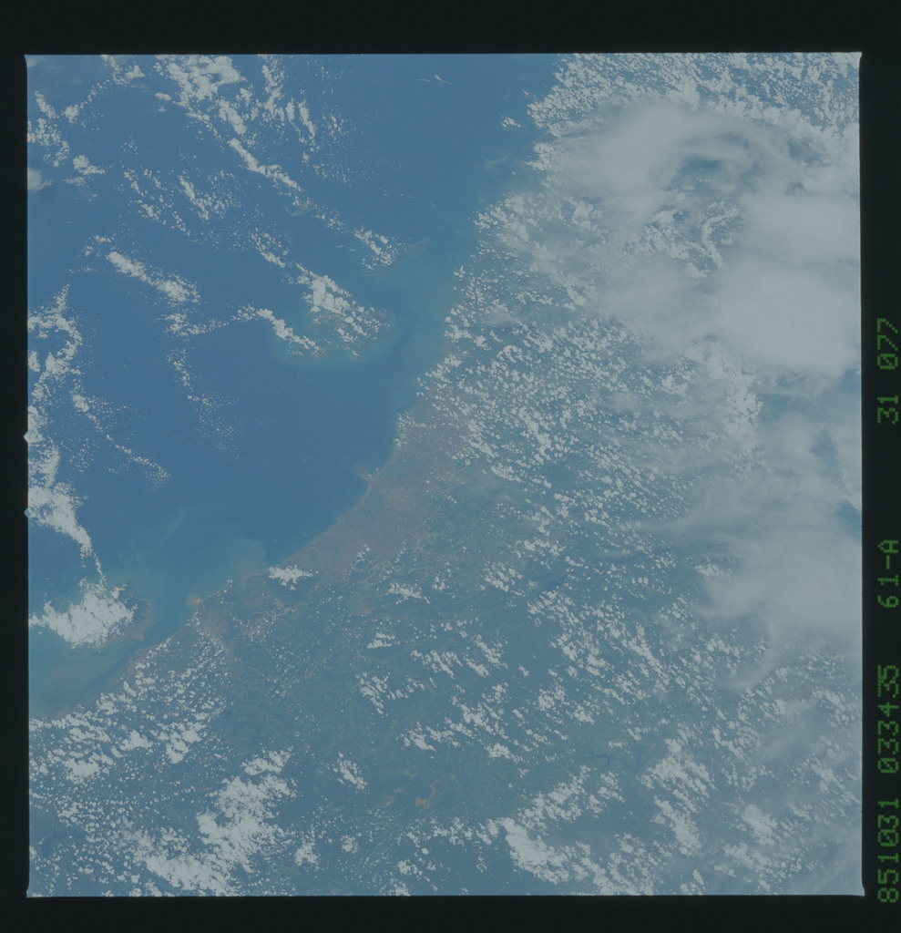 61A-31-077 - STS-61A - STS-61A earth observations