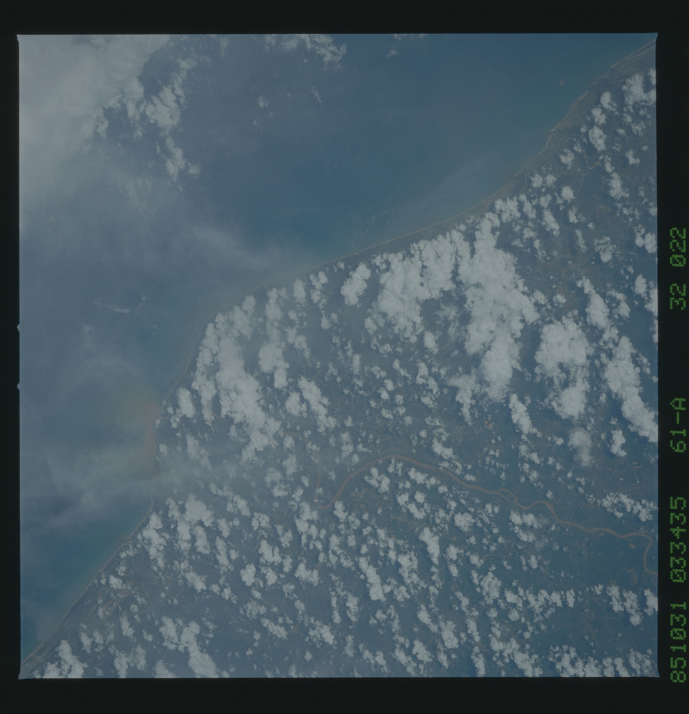61A-32-022 - STS-61A - STS-61A earth observations
