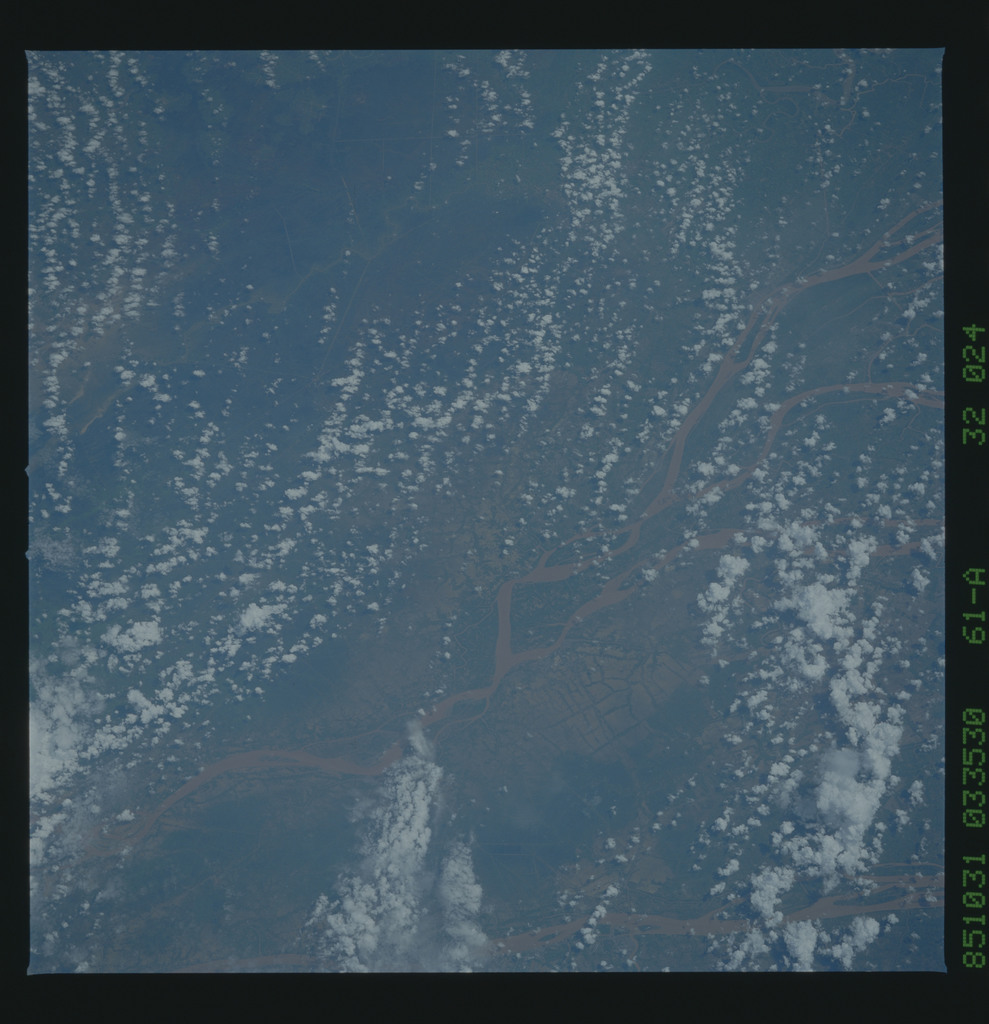 61A-32-024 - STS-61A - STS-61A earth observations