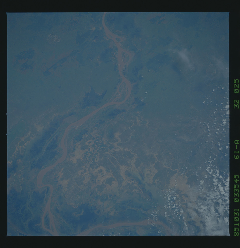 61A-32-025 - STS-61A - STS-61A earth observations