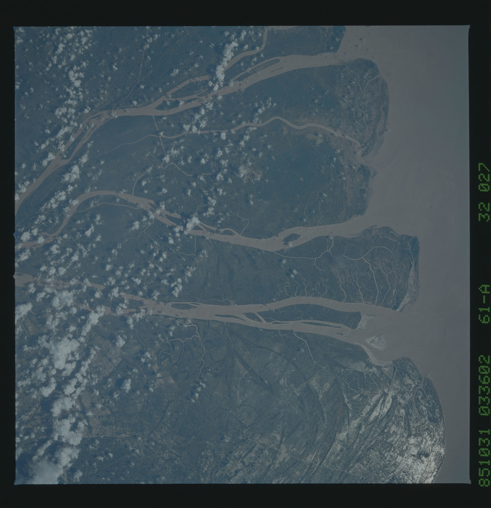61A-32-027 - STS-61A - STS-61A earth observations