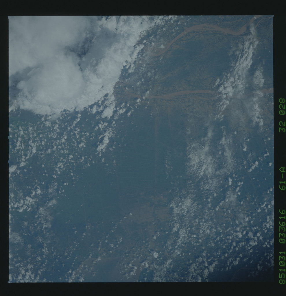61A-32-028 - STS-61A - STS-61A earth observations