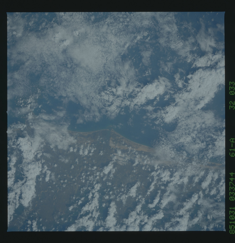 61A-32-033 - STS-61A - STS-61A earth observations