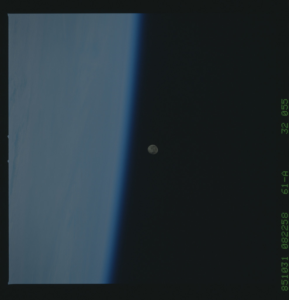 61A-32-055 - STS-61A - STS-61A earth observations