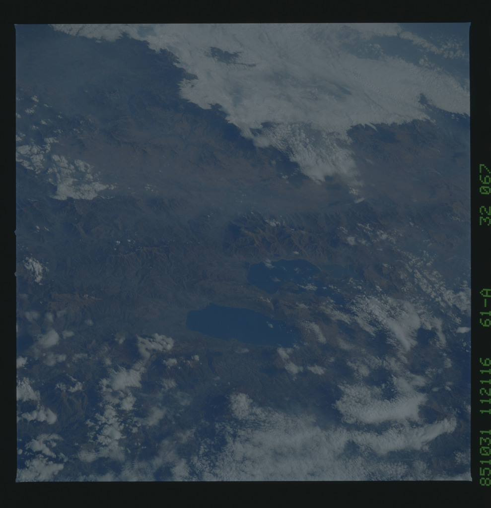61A-32-067 - STS-61A - STS-61A earth observations