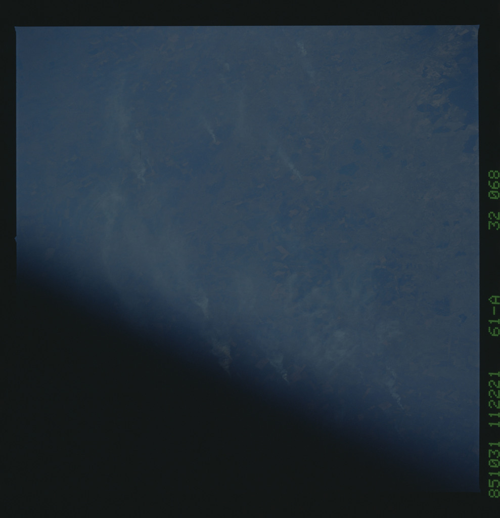 61A-32-068 - STS-61A - STS-61A earth observations