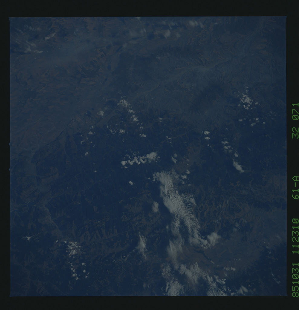 61A-32-071 - STS-61A - STS-61A earth observations