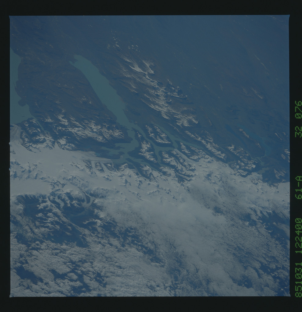 61A-32-076 - STS-61A - STS-61A earth observations