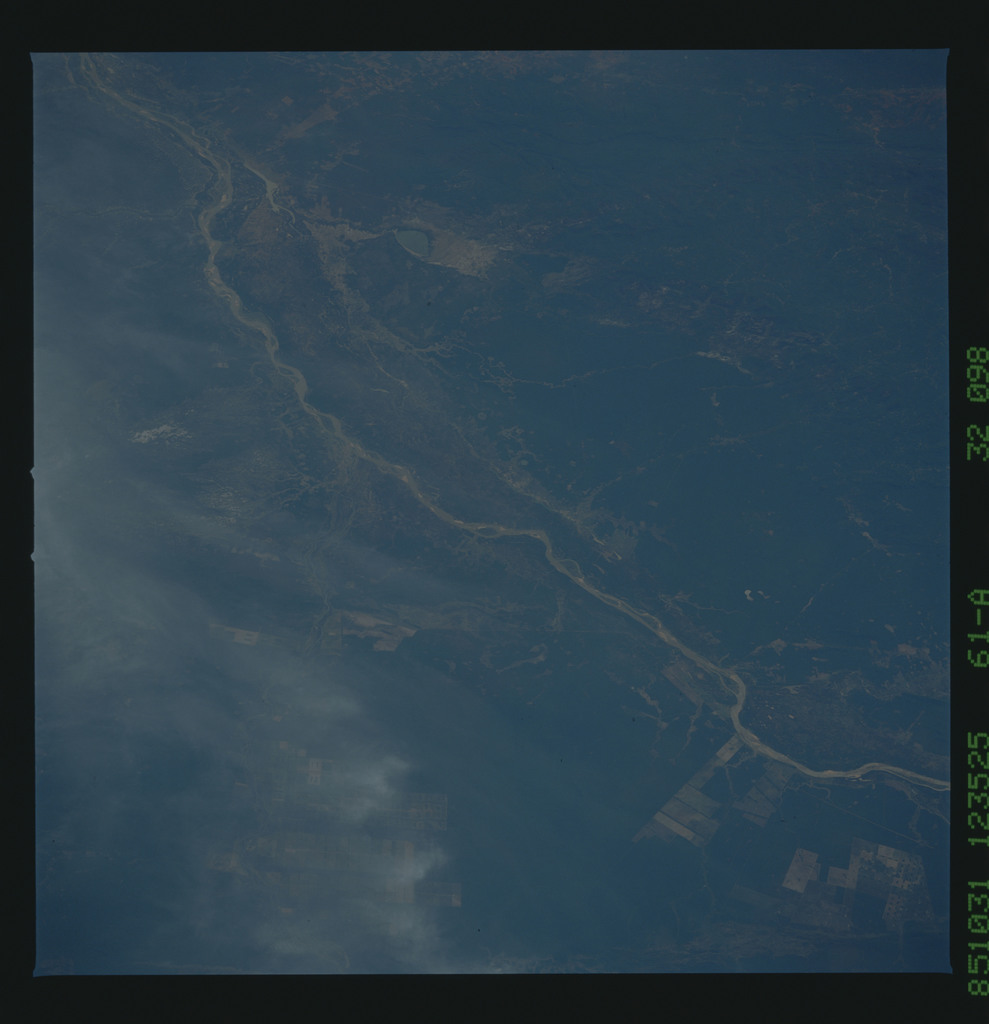 61A-32-098 - STS-61A - STS-61A earth observations