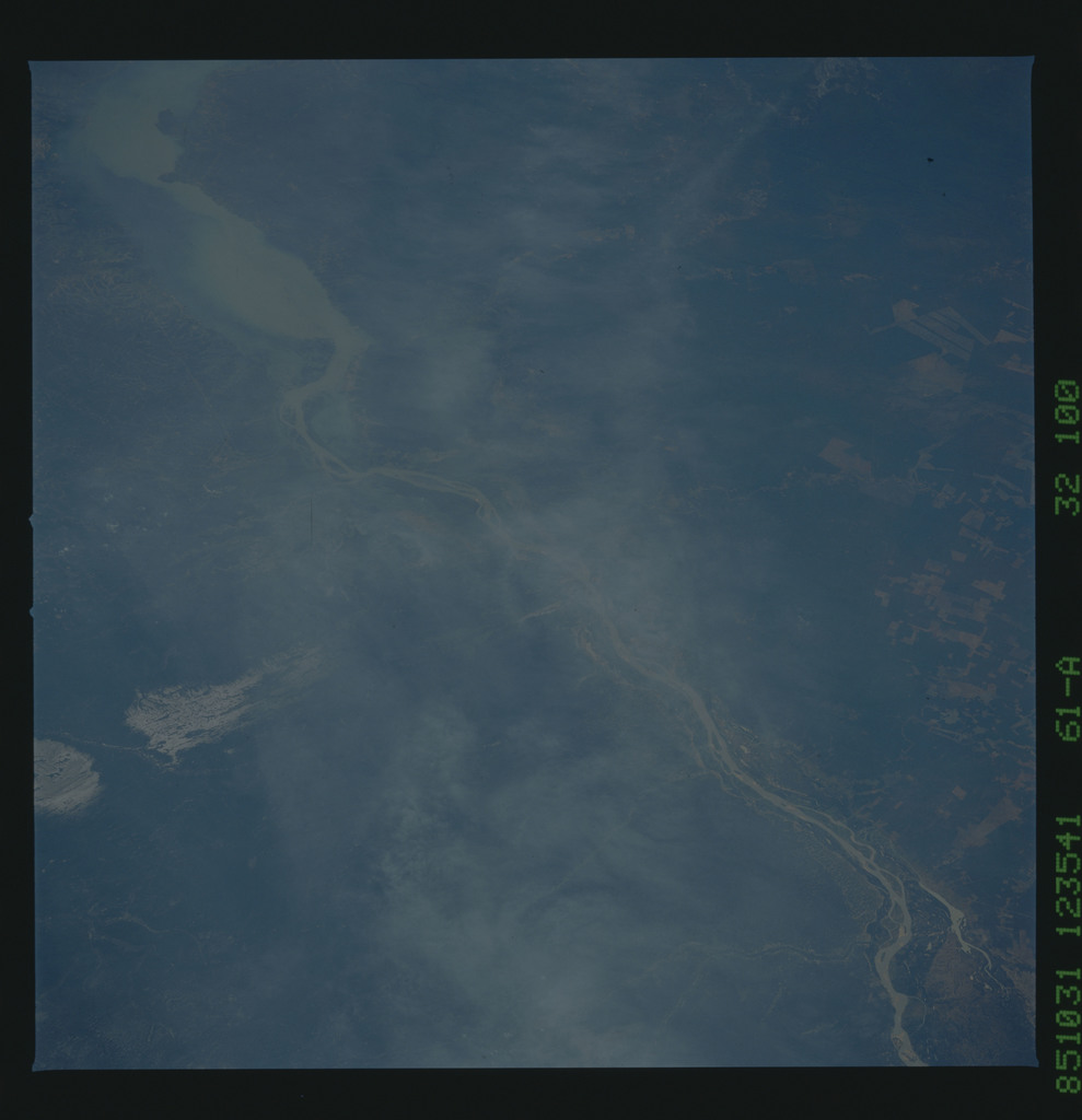 61A-32-100 - STS-61A - STS-61A earth observations