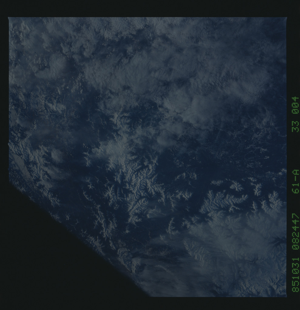 61A-33-004 - STS-61A - STS-61A earth observations
