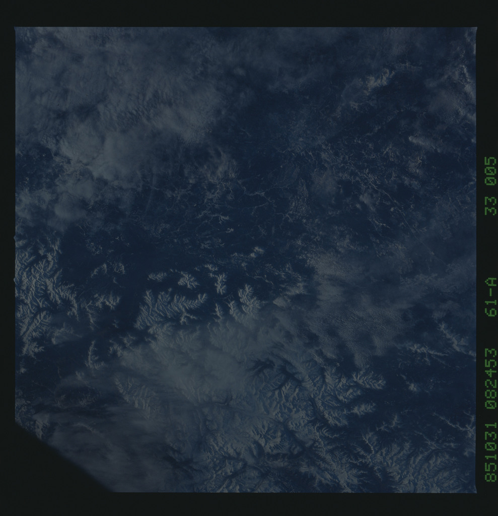 61A-33-005 - STS-61A - STS-61A earth observations