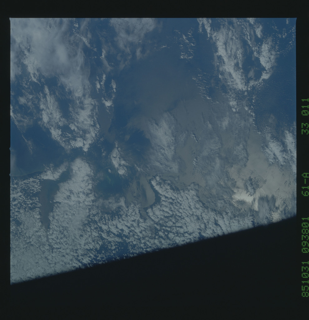 61A-33-011 - STS-61A - STS-61A earth observations