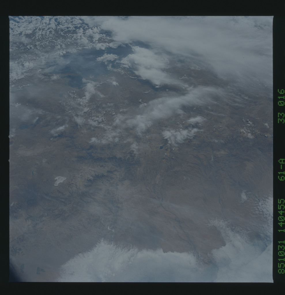 61A-33-016 - STS-61A - STS-61A earth observations