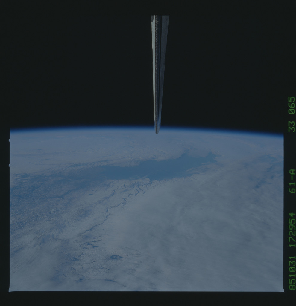 61A-33-065 - STS-61A - STS-61A earth observations