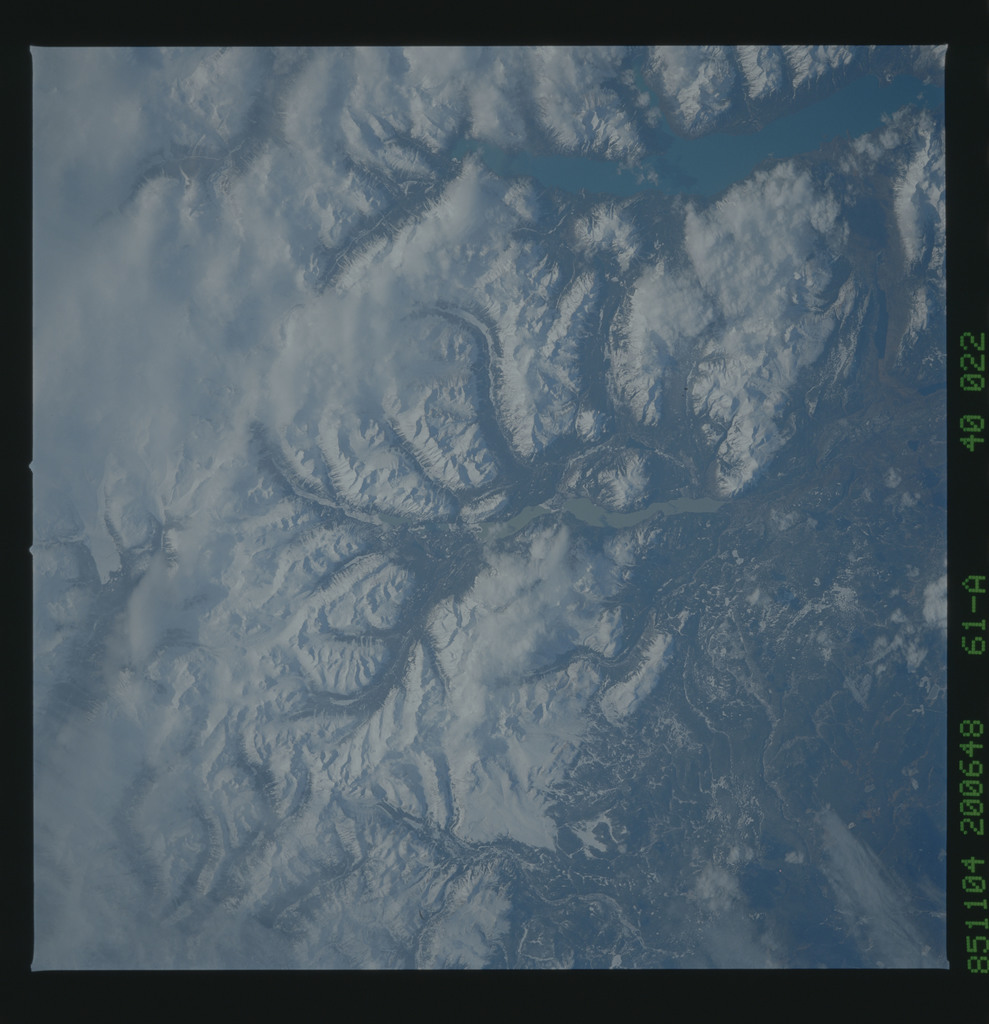61A-40-022 - STS-61A - STS-61A earth observations