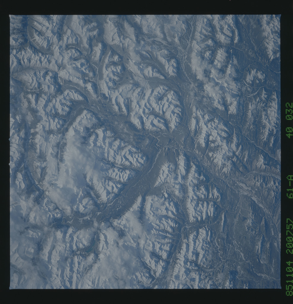 61A-40-032 - STS-61A - STS-61A earth observations