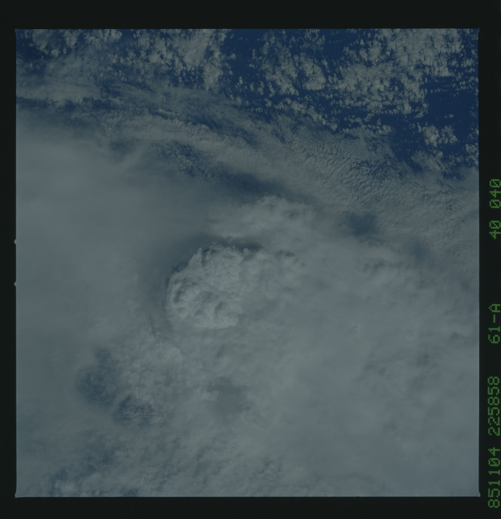 61A-40-040 - STS-61A - STS-61A earth observations
