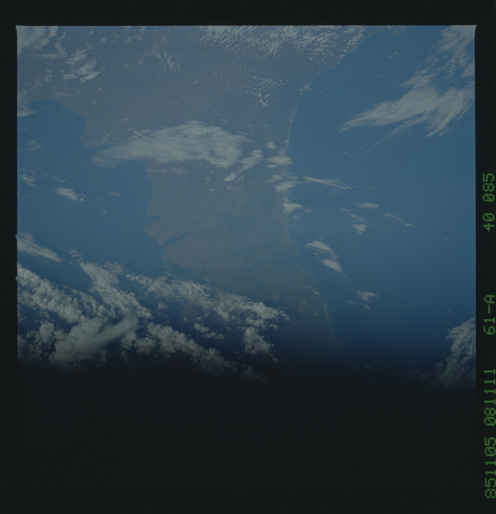 61A-40-085 - STS-61A - STS-61A earth observations