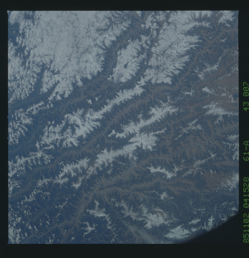 61A-43-007 - STS-61A - STS-61A earth observations