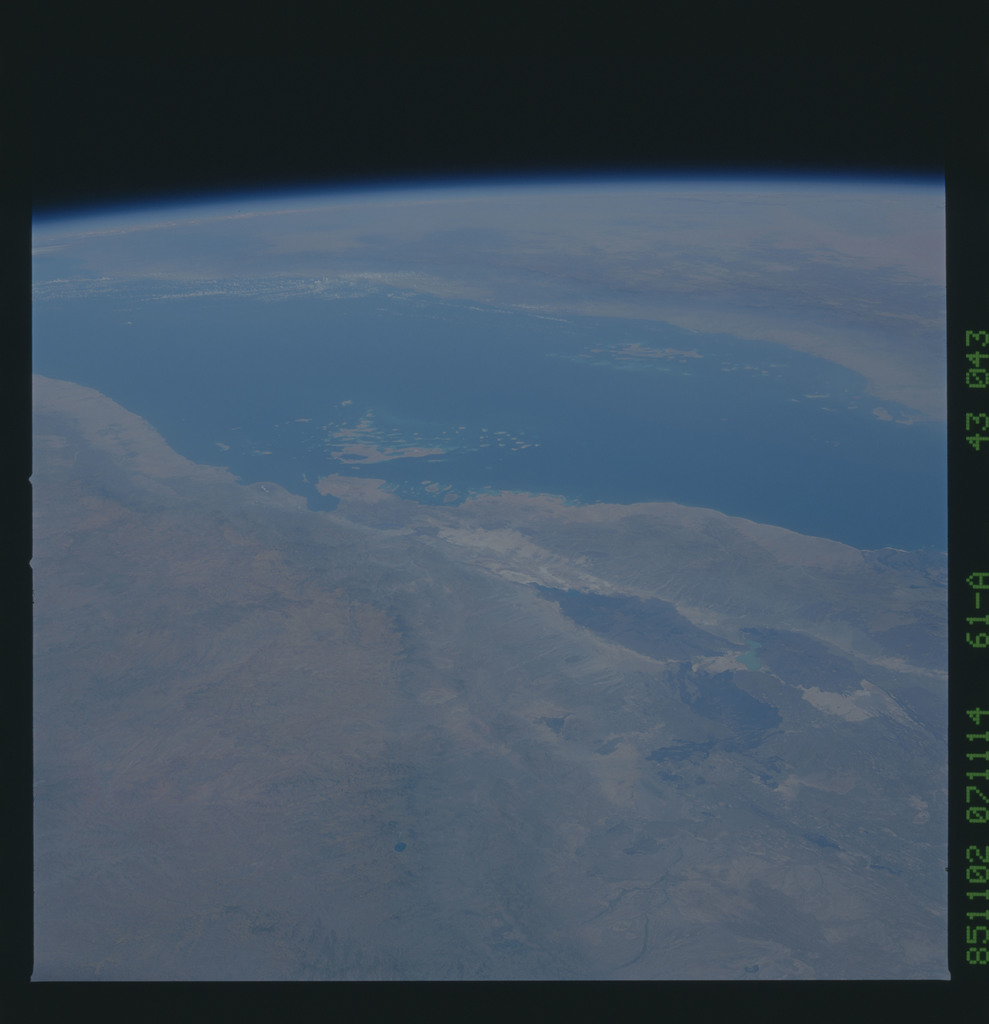 61A-43-043 - STS-61A - STS-61A earth observations