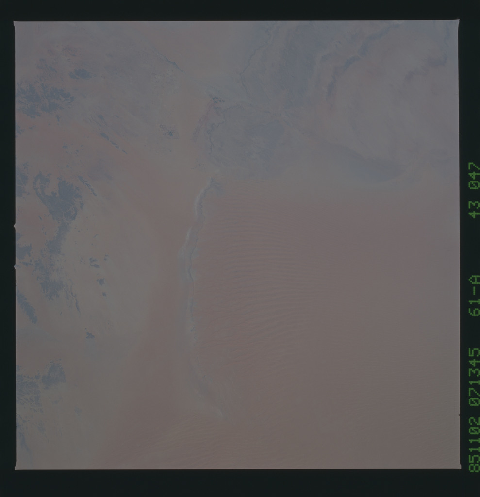 61A-43-047 - STS-61A - STS-61A earth observations