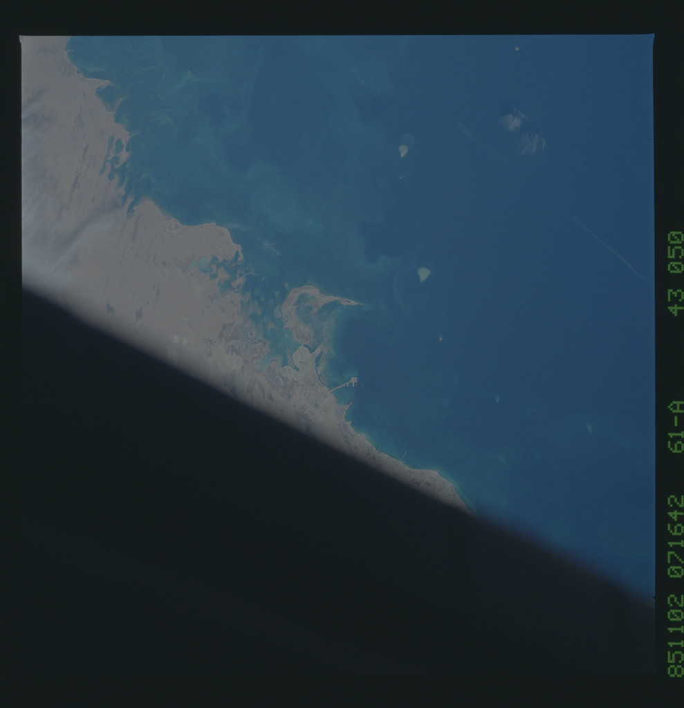 61A-43-050 - STS-61A - STS-61A earth observations